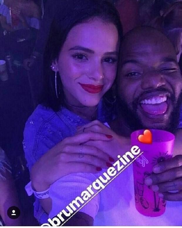 Bruna Marquezine e amigo (Foto: Reprodução/Instagram)