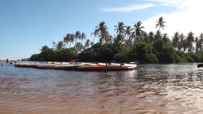 A prática de esportes no rio é uma das atrações de Imbassaí (Foto: TV Bahia)