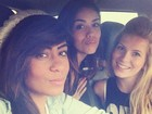 Rafaella Santos faz biquinho em foto com amigas