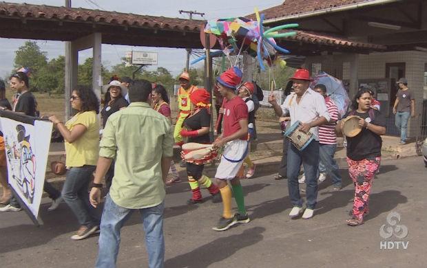 Cortejo cultural entrando na Unifap. (Foto: Reprodução/TV Amapá)