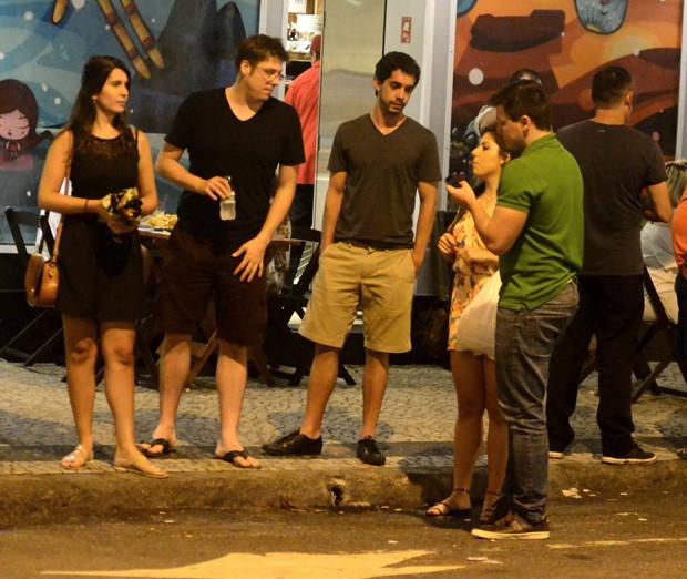 Fábio Porchat com Nataly Mega  e amigos (Foto: AgNews)
