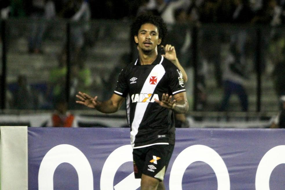 Revelação do Vasco, Douglas está perto de deixar o clube rumo à Europa (Foto: Paulo Fernandes/Vasco)