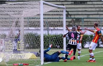 """Goleiro Rodrigo Ramos fala em """"gosto amargo"""" após empate diante do Tupi"""