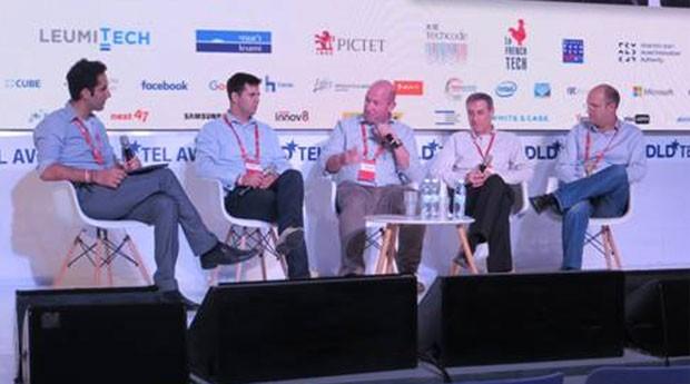 A partir da esquerda, o moderador da mesa, Menny Barzilay, Matan Scharf, Alon Wolf, Jeff Dykan e Yariv Bash (Foto: Mariana Iwakura)