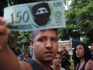 Panfletagem e protesto contra o aumento do valor da tarifa de ônibus no Rio de Janeiro (RJ), nesta quinta-feira (20).  (Foto: Paulo Campos/Futura Press)