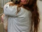 Dona reencontra cachorra perdida nos EUA após sete anos