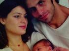 Henri Castelli posta foto ao lado de Isabeli Fontana e homenageia filho