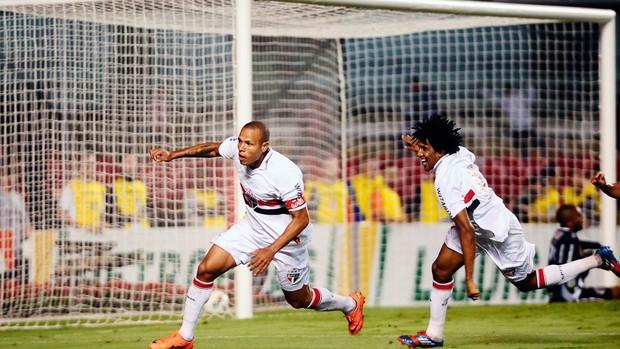 Luis Fabiano gol São Paulo x Ponte Preta (Foto: Marcos Ribolli / Globoesporte.com)
