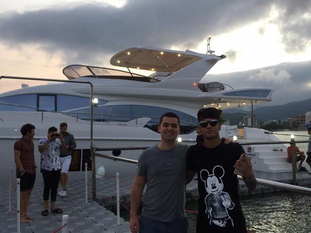 Neymar ao lado de Alcino Pasqualotto (Foto: Divulgação)