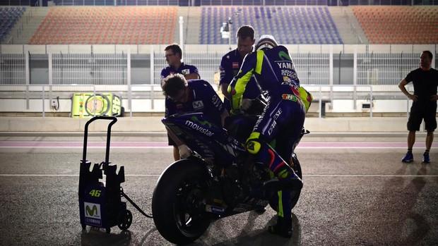 BLOG: Mundial de Motovelocidade - Testes da MotoGP no Catar - 3ª e última noite -  Viñales volta a dominar, as Ducatis avançam, Rossi e Márquez recuam...