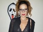 Renata Dominguez usa fantasia sexy em festa de Halloween