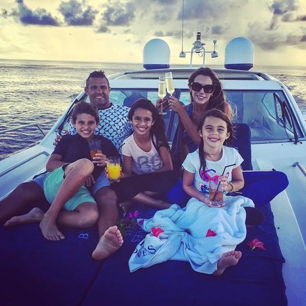 Joana Prado e Vítor Belfort curtem férias com os filhos (Foto: Instagram/Reprodução)