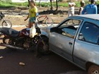 Acidente deixa roda de motocicleta dentro da lataria de veículo em Palmas