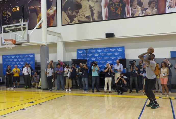 LeBron James treino CT do Golden State Warriors NBA (Foto: Thales Soares)