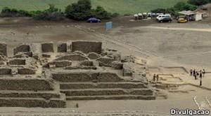 Estrutura no sítio arqueológico de El Paraíso, perto de Lima, incluiria local para oferenda cerimonial.  (Foto: Ministério da Cultura do Peru)