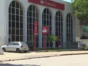 Furto aconteceu no banco Santander, na zona sul de São José (Foto: Reprodução/ TV Vanguarda)