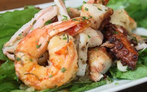 Salada orgânica de frutos do mar