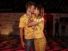 Famosos beijam muito no desfile das campeãs do carnaval do Rio
