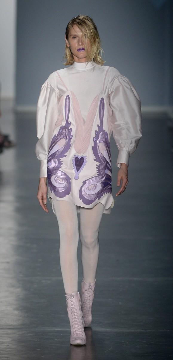 Celina Locks foi uma das estrelas do desfile da grife Tig, na São Paulo Fashion Week (Foto: AG. News)