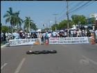 Servidores bloqueiam avenida para protestar contra Prefeitura de Palmas