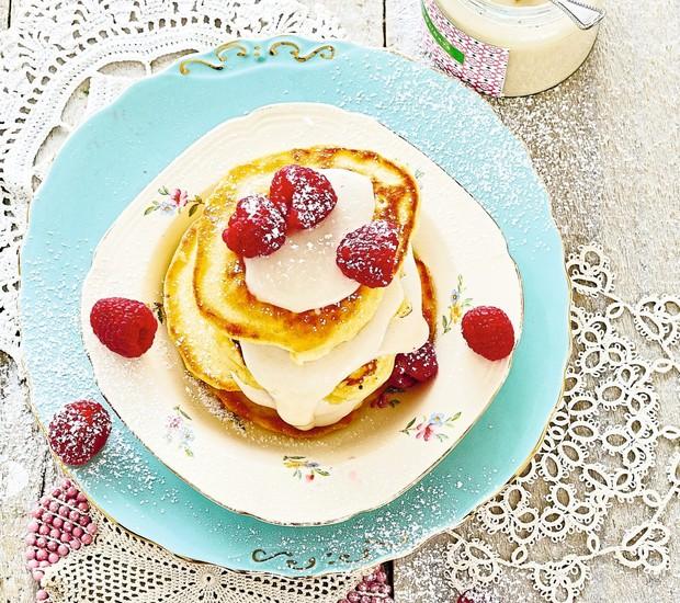 Panquequinhas com mel e frutas vermelhas (Foto: StockFood /Great Stock!)