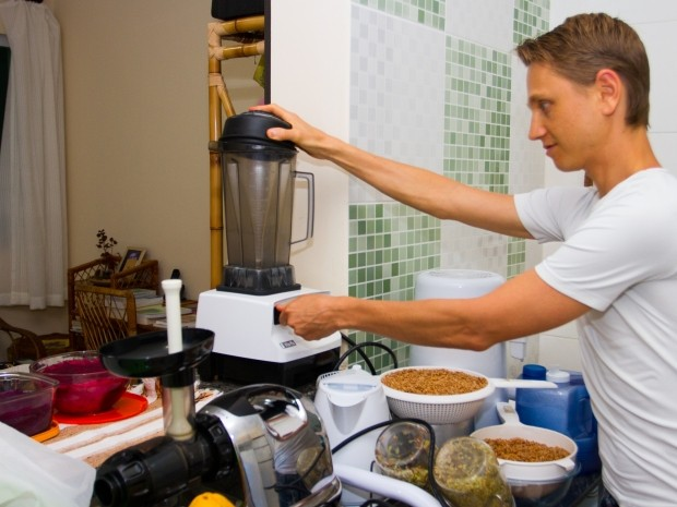 Liquidificador ultra potente ajuda a preparar massas especiais (Foto: Edilson Almeida / Especial para o G1)