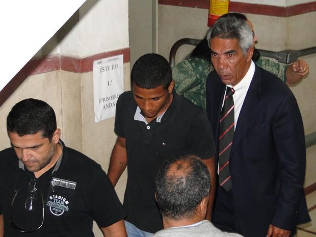Jorge Luiz Rosa deixa delegacia após ser ouvido em Belo Horizonte (Foto: Raquel Freitas / G1)
