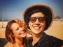 Paolla Oliveira posa em filmagem em praia do Rio