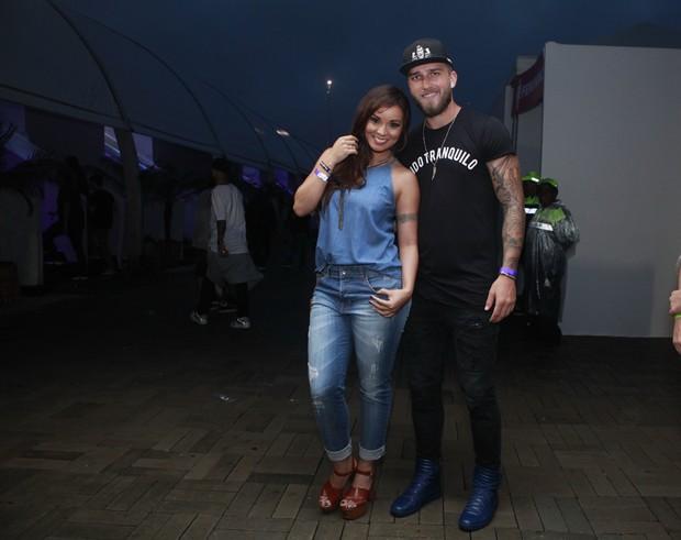 Carol Nakamura e o namorado, Aislan Lottici (Foto: Anderson Barros/EGO)