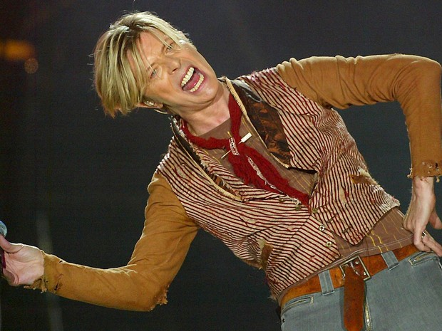 David Bowie faz seu primeiro show da turnê britânica de 2003 em Manchester, na Inglaterra (Foto: Ian Hodgson/Reuters/Arquivo)