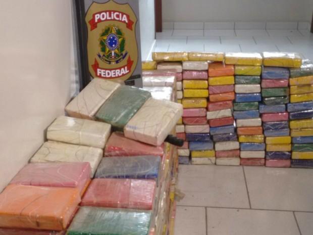 Policiais federais encontraram a droga em veículo durante barreira na BR-163, próximo a Matupá (MT) (Foto: Henrique Cotrin/TVCA)