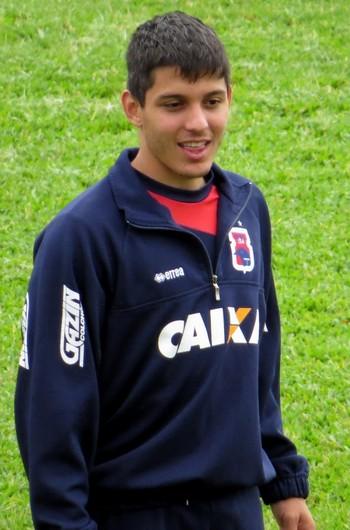 Volante Lucas Otávio no Paraná Clube (Foto: Fernando Freire)