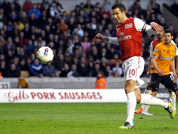 Van Persie - Arsenal x Wolverhampton (Foto: Agência Reuters)