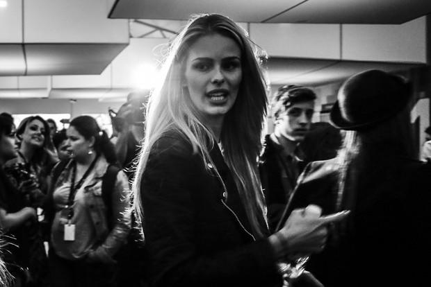 Yasmin Brunet no basckstage da SPFW (Foto: Alessandra Gerzoschkowitz / EGO)