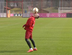 BLOG: Ribéry faz bonito e dá até beijo na bola no treino do Bayern de Munique