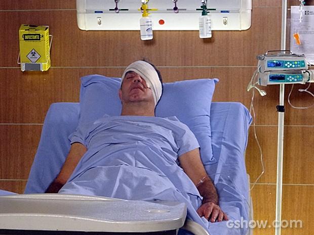 Virgílio se recupera da operação (Foto: Em Família)