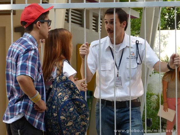 Cheio de moral, Orelha chega no Quadrante já pedindo pra falar com o diretor... (Foto: Malhação / Tv Globo)