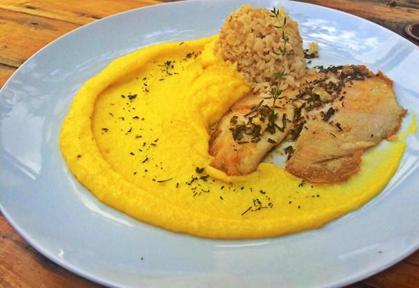 Prato cura-ressaca: filé de peixe com purê de mandioquinha