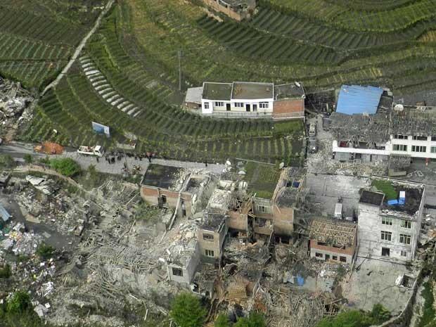 Vista aérea mostra a destruição provocada por terremoto que atingiu Lushan, no condado de Ya'an, província de Sichuan. (Foto: China Daily / Via Reuters)