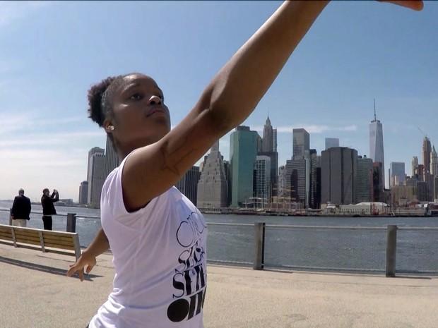 Ingrid dança na companhia de balé do Harlem (Foto: TV Globo)