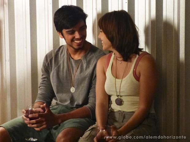 Para desespero de Paulinha, Vitória e Marlon se dão bem  (Foto: Além do Horizonte/TV Globo)