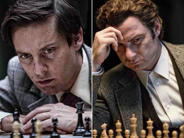 Tobey Maguire (à esq.) e Liev Schreiber em cena de 'Pawn sacrife'; na pele respectivamente de Bobby Fischer e de Boris Spassky, eles disputam o 'Jogo do Século' no filme (Foto: Divulgação)