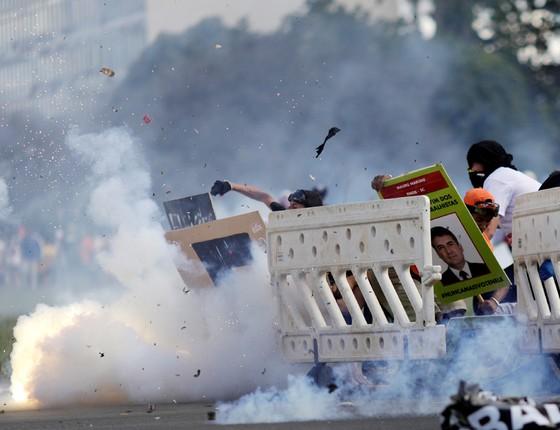 Manifestantes protestam contra reformas do governo Temer em Brasília. (Foto: Ueslei Marcelino/ Reuters)