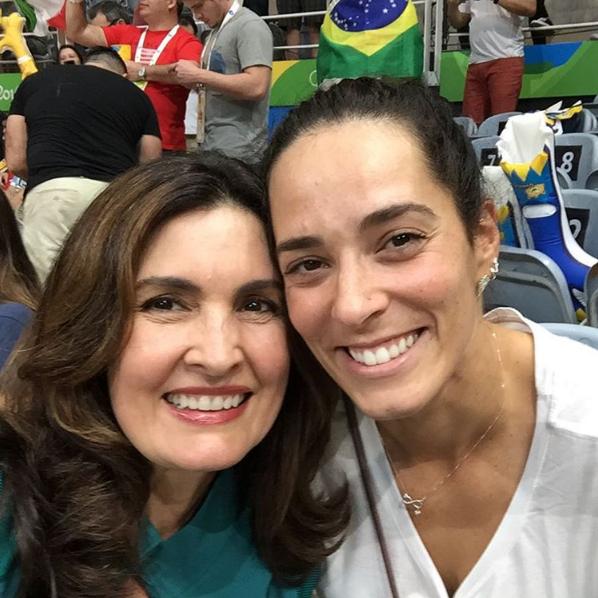 Fátima Bernardes e a ex-jogadora de vôlei Ágatha Rippel (Foto: Reprodução / Instagram)