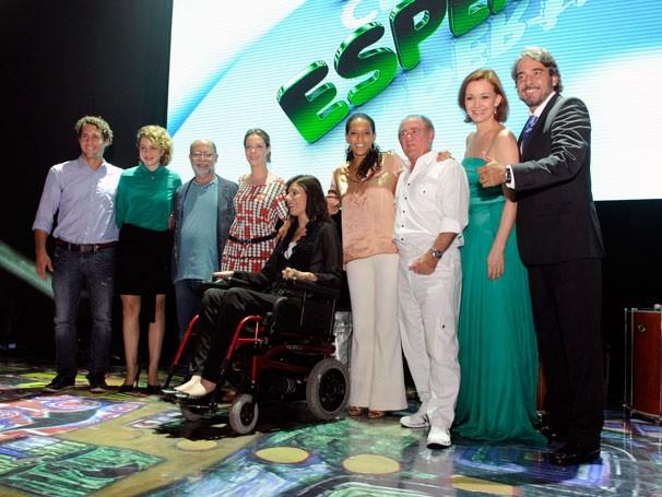 Apresentadores do evento reunidos no palco (Foto: Rede Globo/Estevam Avellar)