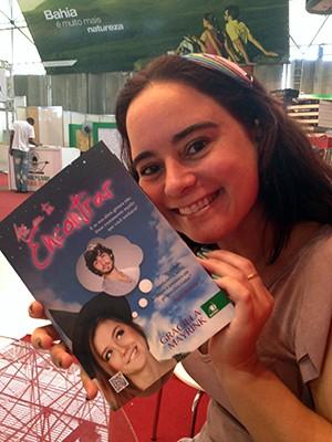 Graciela Mayrink e livro Até eu te encontrar (Foto: Graciela Mayrink / Arquivo Pessoal)