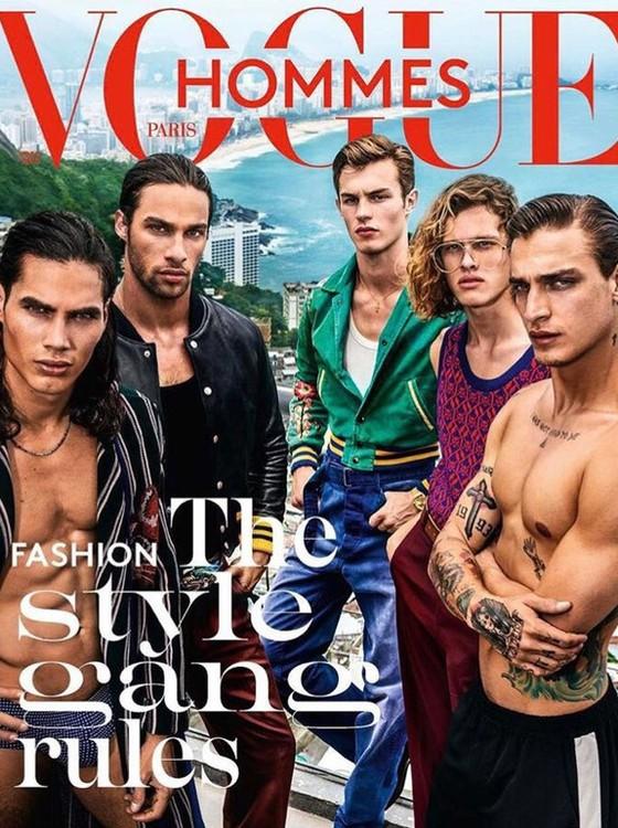 Pablo Morais (o segundo, da esquerda para a direita) está na capa da versão masculina da Vogue francesa (Foto: Mario Testino)