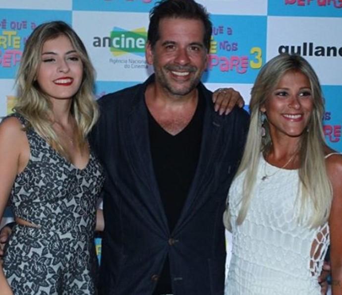 Leandro Hassum entre a filha Pietra e a mulher Karina (Foto: Arquivo pessoal)