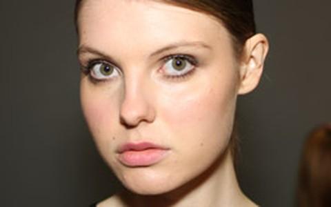 Maquiador do Fashion Rio dá dicas de beleza para o inverno 2012