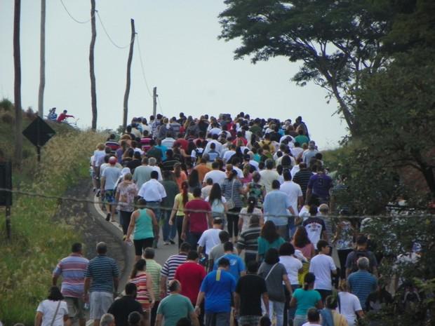 Procissão de Ramos atraiu fiéis da região em Matão (Foto: PASCOM - Paróquia Santa Cruz/Divulgação)